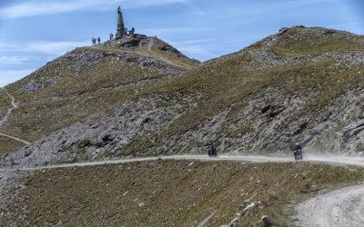 Sabato 30 giugno 2018 riapre la mitica Strada dell'Assietta: la più lunga strada sterrata d'alta quota delle Alpi, fra panorami mozzafiato e storia dell'epica battaglia