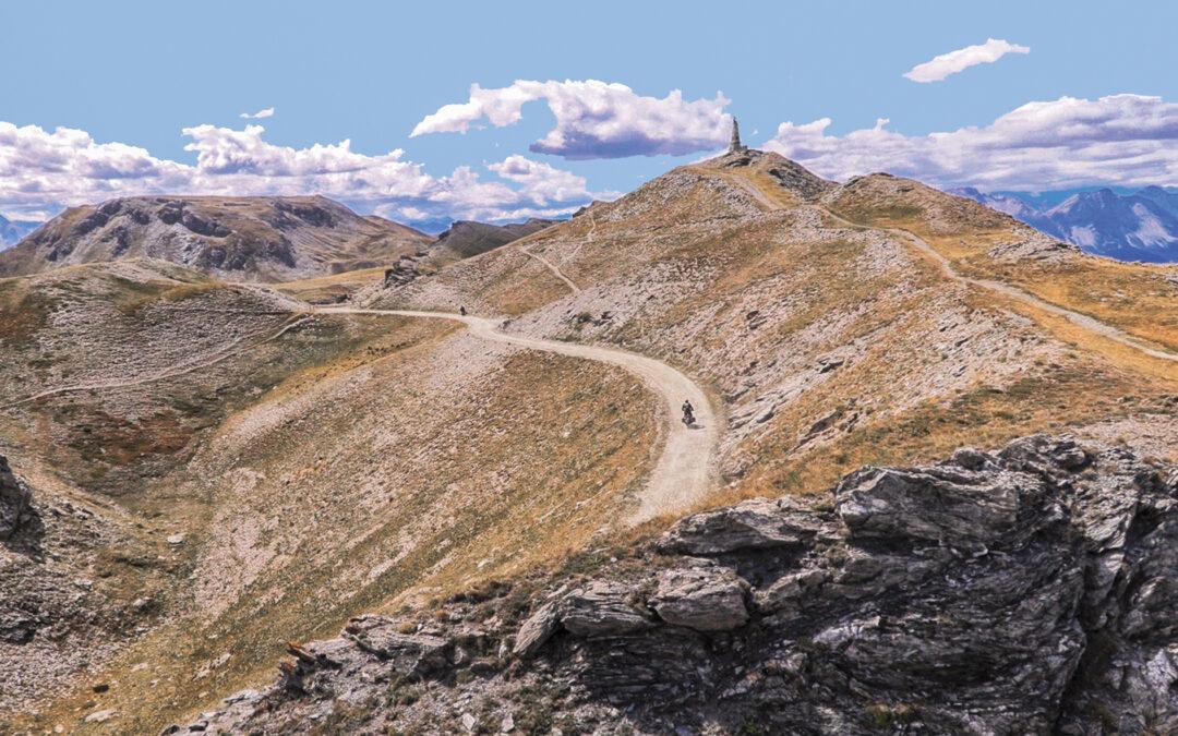 Strada dell'Assietta: riapre il 1° luglio ai veicoli a motore e alle bici il più lungo sterrato d'alta quota delle Alpi sopra i 2.000 metri